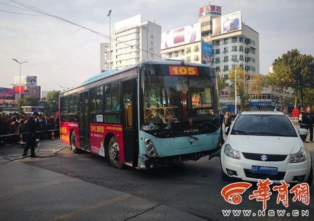 汉中公交失控 驾驶员突发